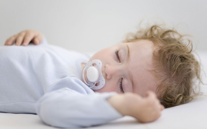 Can I use a pacifier to get my baby to sleep?