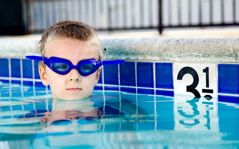 How to tell swimmer's ear from an ear infection