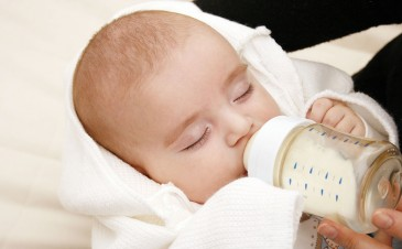 Can I use formula when I breastfeed?