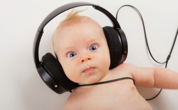 Having your newborn's hearing tested