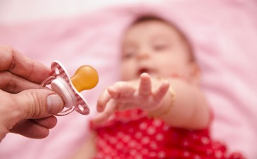 I'm breastfeeding. When should I introduce the pacifier?