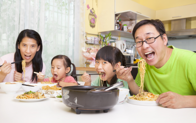 Family-style meals teach your children food regulation