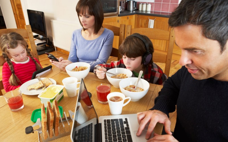 Why can't I use my phone during dinner with my kids?