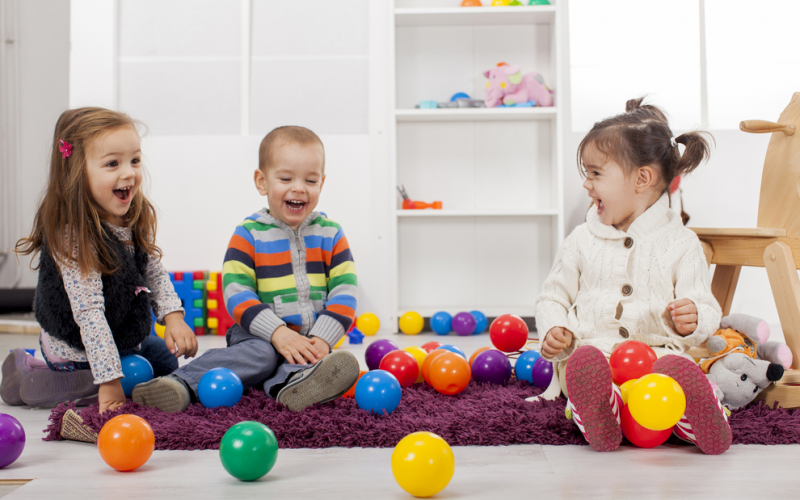 4 ways to help your toddler make friends