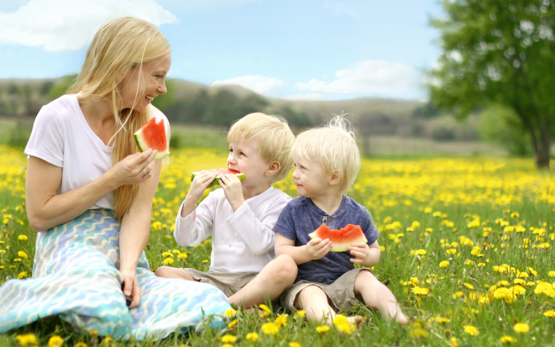 How to teach your kids healthy eating habits