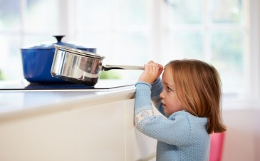 14 ways to protect your children from burns at home