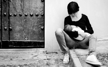 Breastfeeding in public scandalous stories: can we please move on?