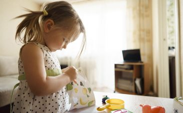 Independent play in toddlers