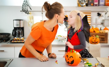 Halloween treats: How much candy should your child get?