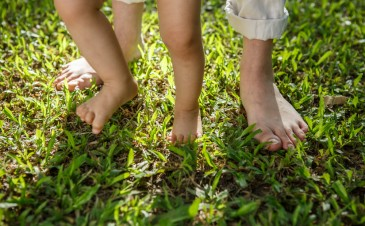 What is intoeing (pigeon toes) in children?